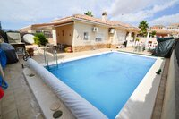Lo Santiago - detached villa with pool