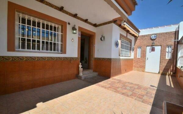 Roldan - 4 bedroom villa for sale
