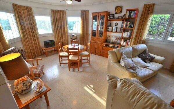 Lo Santiago - detached villa with private pool